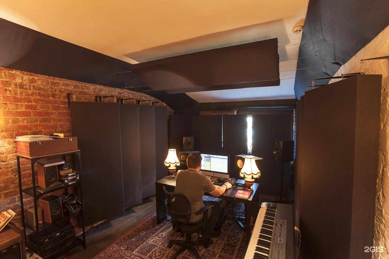 Контрольная комната студии звукозаписи 133