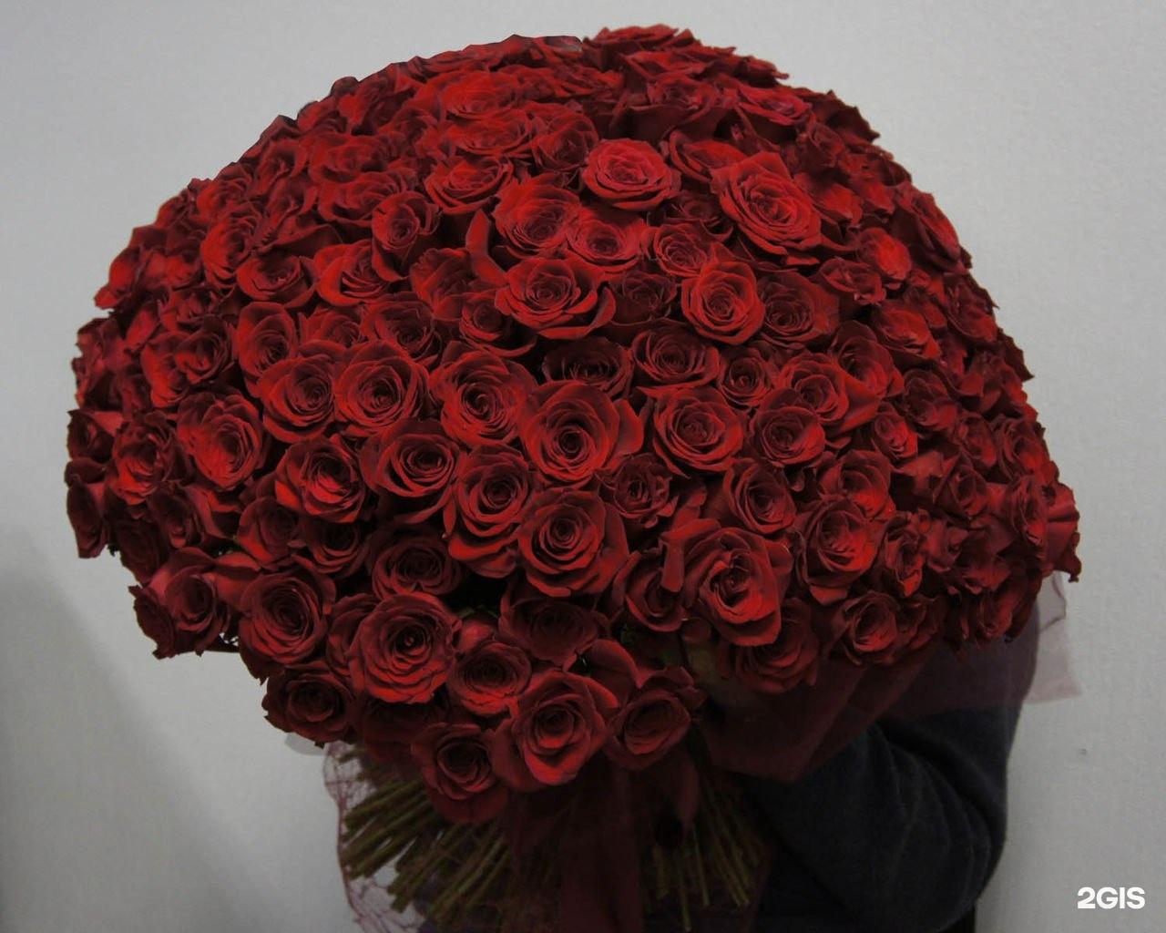 Очень красивые букеты высокие большие букеты роз удивительно красивые, стоит