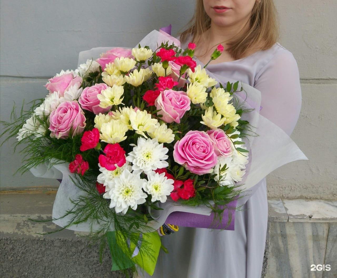 Цветы гвоздики, купить букет екатеринбург фрезеровщиков
